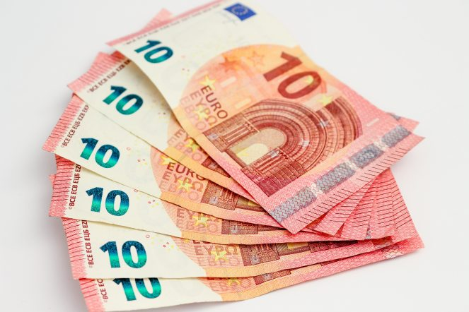 10-euros-account-bank-45708